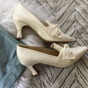 Victorian Style Marc Andrew Collection Bow Heels 6